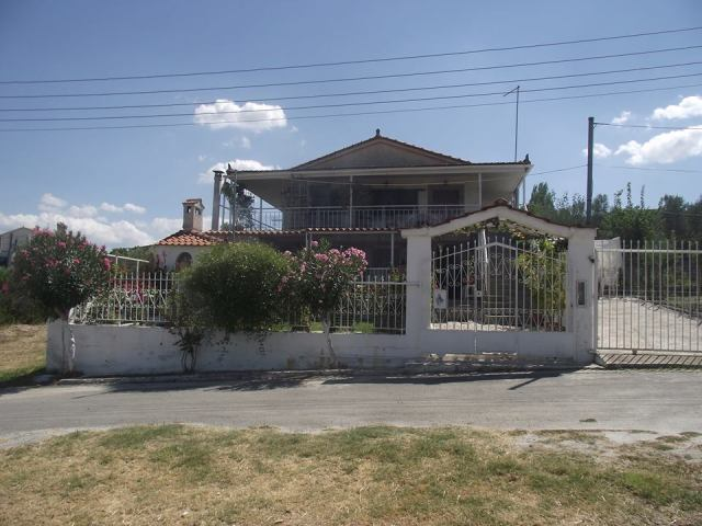 house with separate apartment at Dilesi