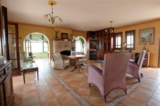 luxurious villa at Lagonissi