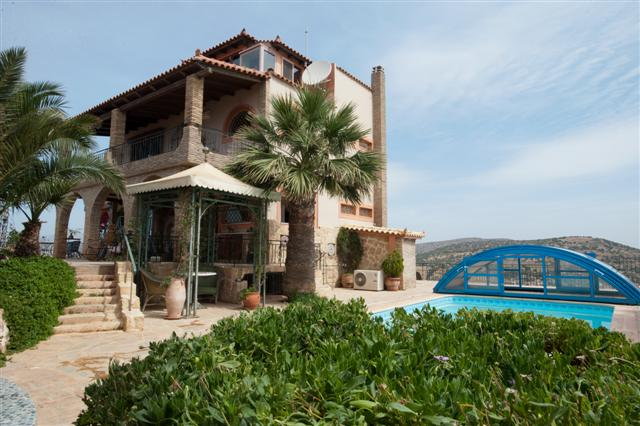 luxurious villa at Lagonissi