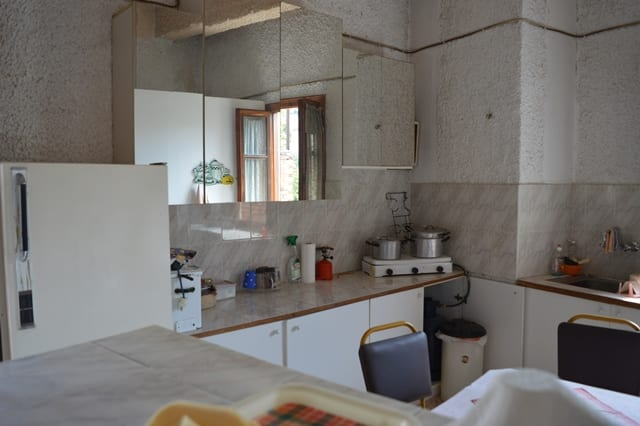 Livadia apartment for renovation