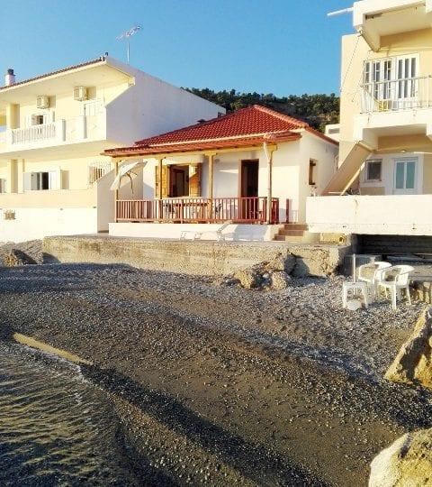 Beachfront holiday cottage Corinth